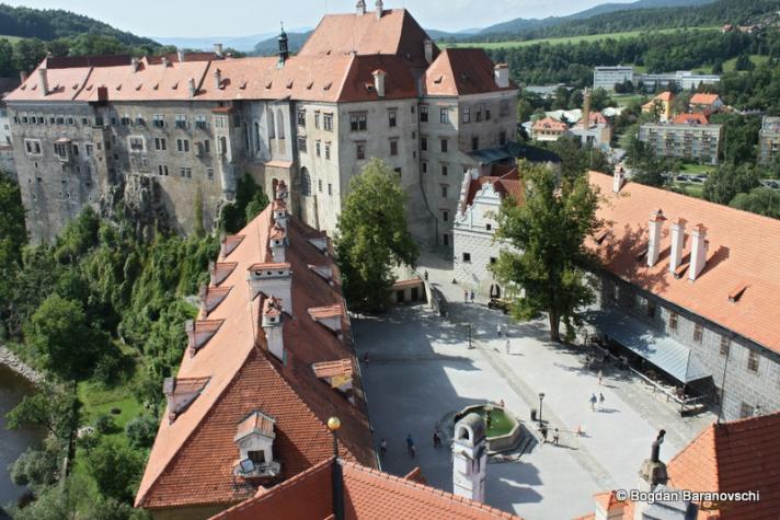 Curte interioară din complexul Castelului văzută din Turnul rotund