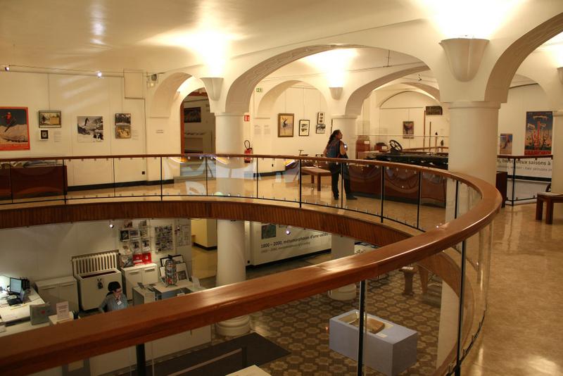14.Interior din Muzeul Alpin